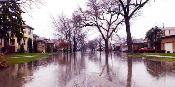 flooded-street-in-a-neighborhood